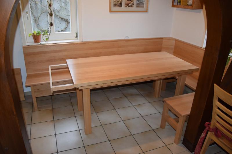 Eckbank mit Ablage und Tisch ausziehbar, Buche gedämpft, Maße 2,70 x 1,80m