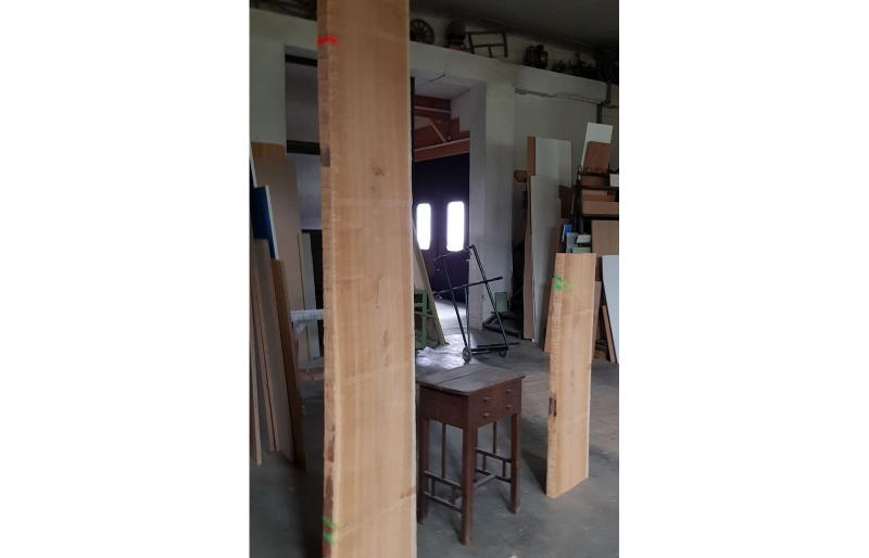 die Massivholzbohle vor der Verarbeitung