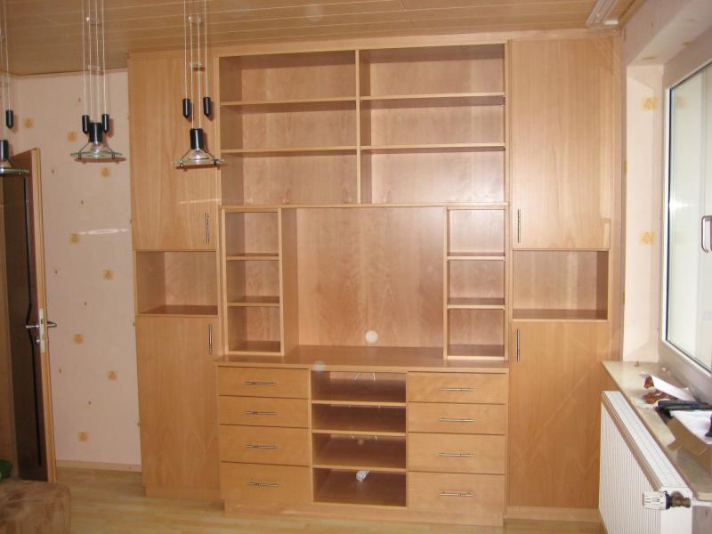 Wohnzimmerschrank, Buche funiert und seidenmatt lackiert